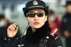 Китайские полицейские взяли на вооружение смарт-очки для идентификации личности»